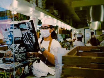 Cashier wearing a face mask at a restaurant